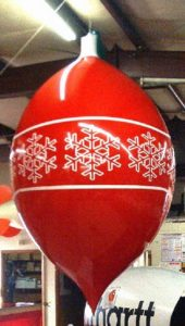 christmas-ornament-parade-balloon